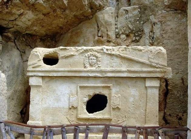 olimpos anıt mezar